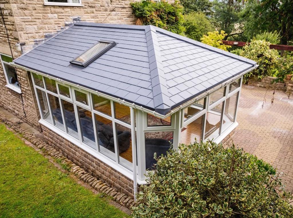 P-shape equinox conservatory roof design